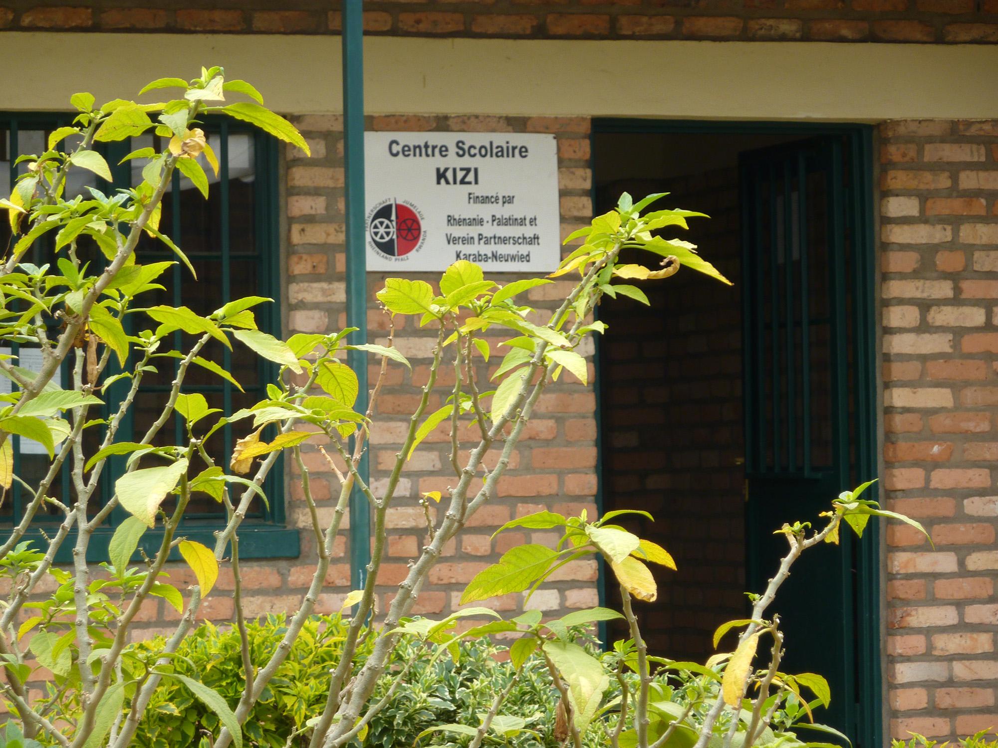 """Besuch in der Schule Nyamagabe """"Kizi"""" am 04.08.2012"""